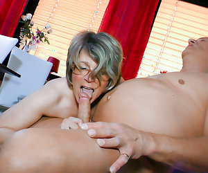 HAUSFRAU FICKEN - Amateur German granny Housewife gets banged and cummed on in hot sex session