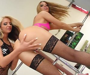 Fist Flush Two hotties are ready to ravage and fist each other