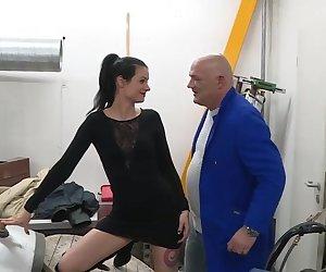 Garage slut?s anal