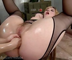 Lea Lexis Ass Punches Anal Queen