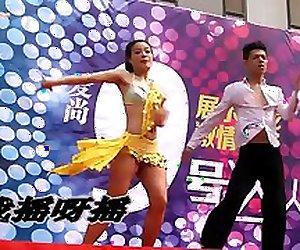 Dancing Boobslip