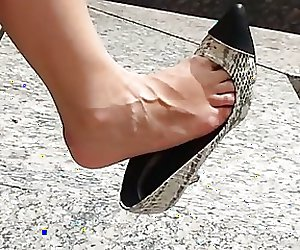 Best candid dangle video, sexy high heeled MILF..... WOW!!!!
