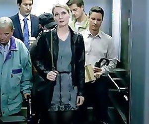 Martina Hill - Gruppensex im Fahrstuhl