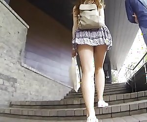 Windy skirt teen