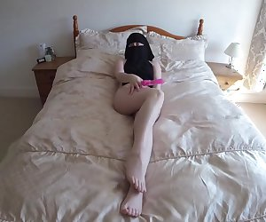 Naked niqab burka girl fucking dildo